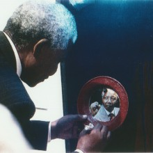 MD Coming Home: 1996, SFB Sondersendung - Mythos Mandela, Ausstellungseröffnung Colours; HKW Film Still
